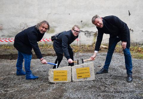 Zahájení výstavby Holečkova House a Rezidence Kobrova